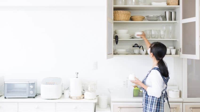 DECLUTTER YOUR KITCHEN BY GETTING RID OF PLASTIC CUPS