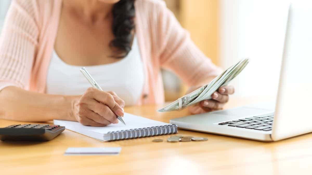 How To Use A Monthly Budget Planner To Manage Your Money